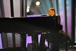 Smokie Norful at the keyboard